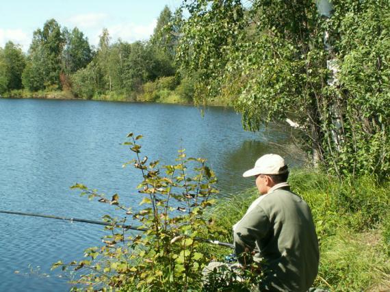 поймать рыбу на удочку женщине